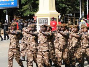 Vojenská přehlídka v Den veteránů 11. listopadu. Kumasi, Ghana. Foto Jakub Horák