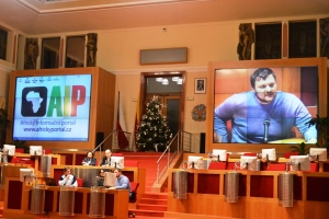 Jan Prouza, vedoucí Kadedry politilogie UHK při panelové diskuzi na závěr konference