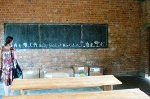 Nápis na tabuli mluví za všechno. Burundi.  Foto: Vojtěch Šmolík
