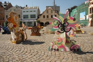 Lvi obsadili náměstí ve Dvoře Králové. Foto: Jan Stejskal/ZOO Dvůr Králové