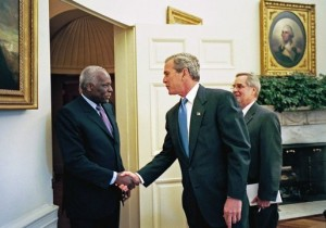 Angolský prezident José Eduard dos Santos je v čele země od roku 1979.